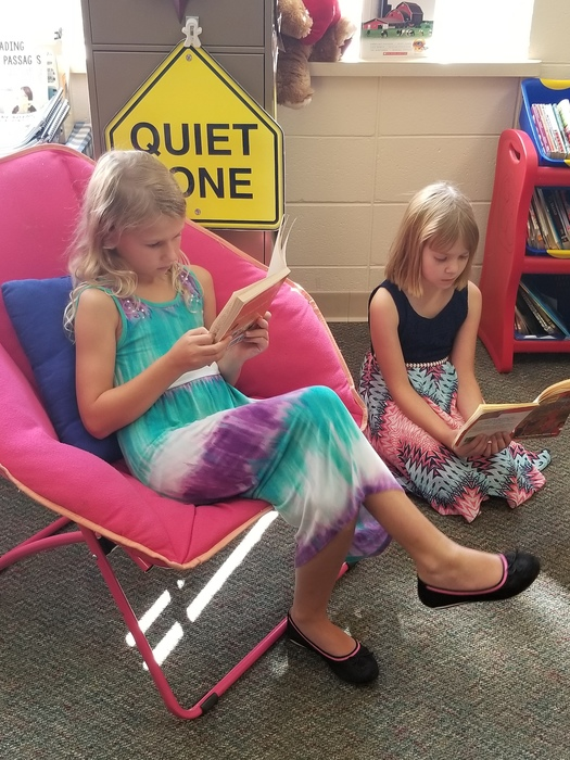 Third graders reading.