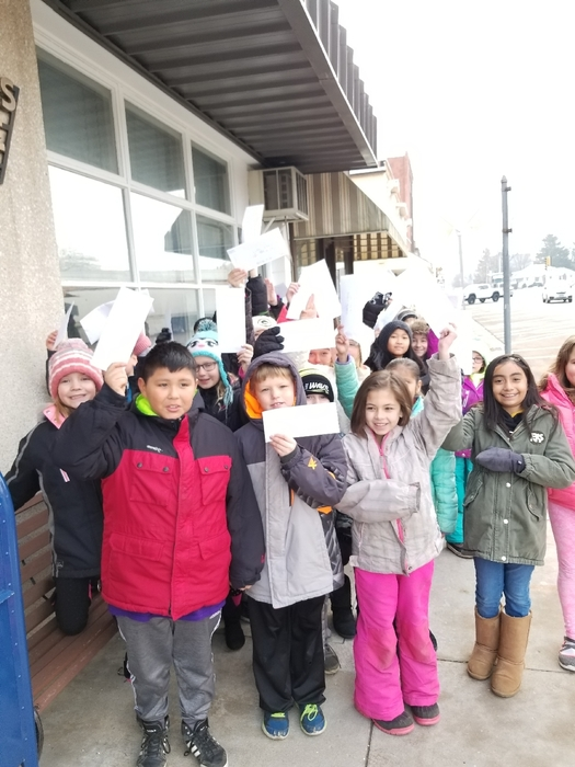 Walworth School third graders had a festive winter walk with caroling and smiles all the way to the local post office. There they got a tour, sent their Santa letters to the North Pole, and received special treats from the Post Master! #WalworthJ1🎄🎅🎄