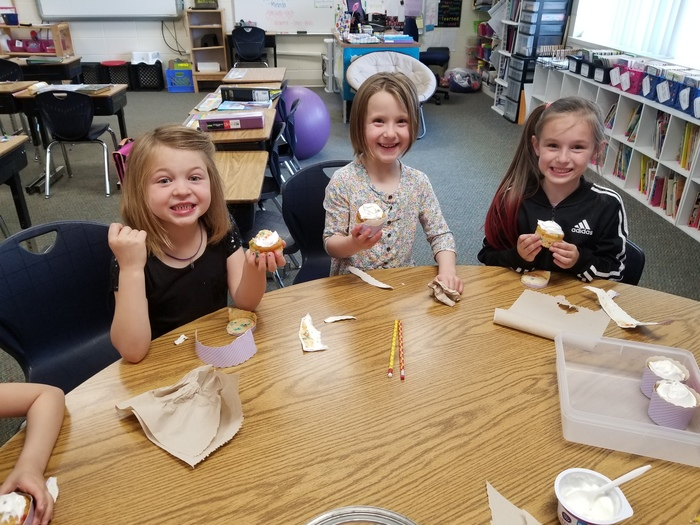 Paige won a special treat from the Art Fair raffle with Mrs. Trosclair, Mrs. Dowden, and a few of her friends. We even had a special guest (Mrs. Alcozer) stop in!