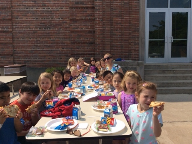 Perfect day for a picnic lunch for Mrs. Hummel's class!